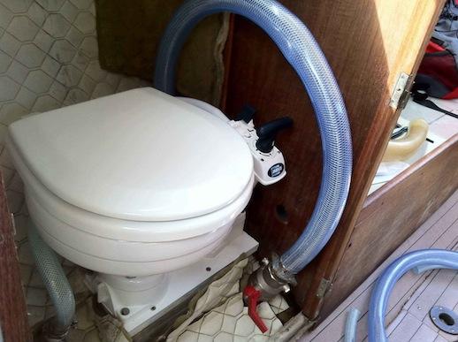 montering af nyt toilet